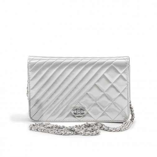 Sac Wallet on Chain en cuir verni gris