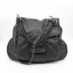 Superbe sac porté-main et épaule  en cuir Caviar noir Chanel.